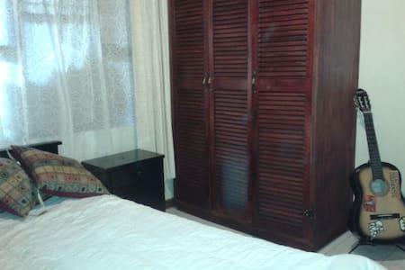 Two room 10 min away from San José  - Desamparados - Hus