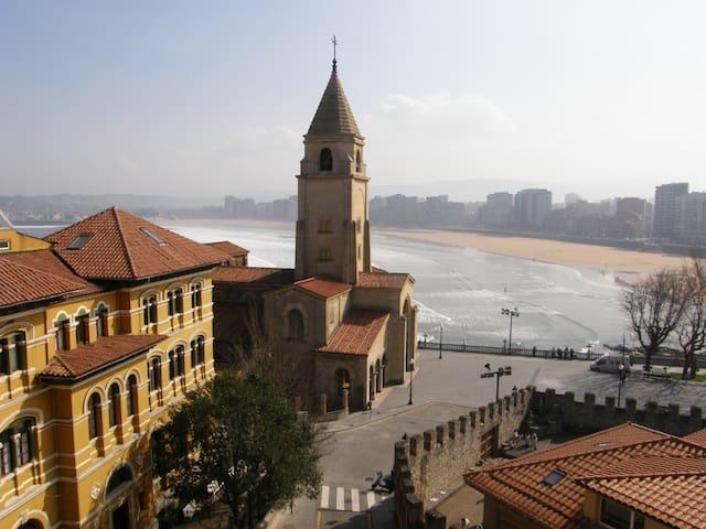 ÁTICO EN GIJÓN CON VISTAS AL MAR - Gijón - Lägenhet