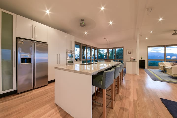 Up & Up Whitsundays: Mountain top private bungalow - Airlie Beach - Dům