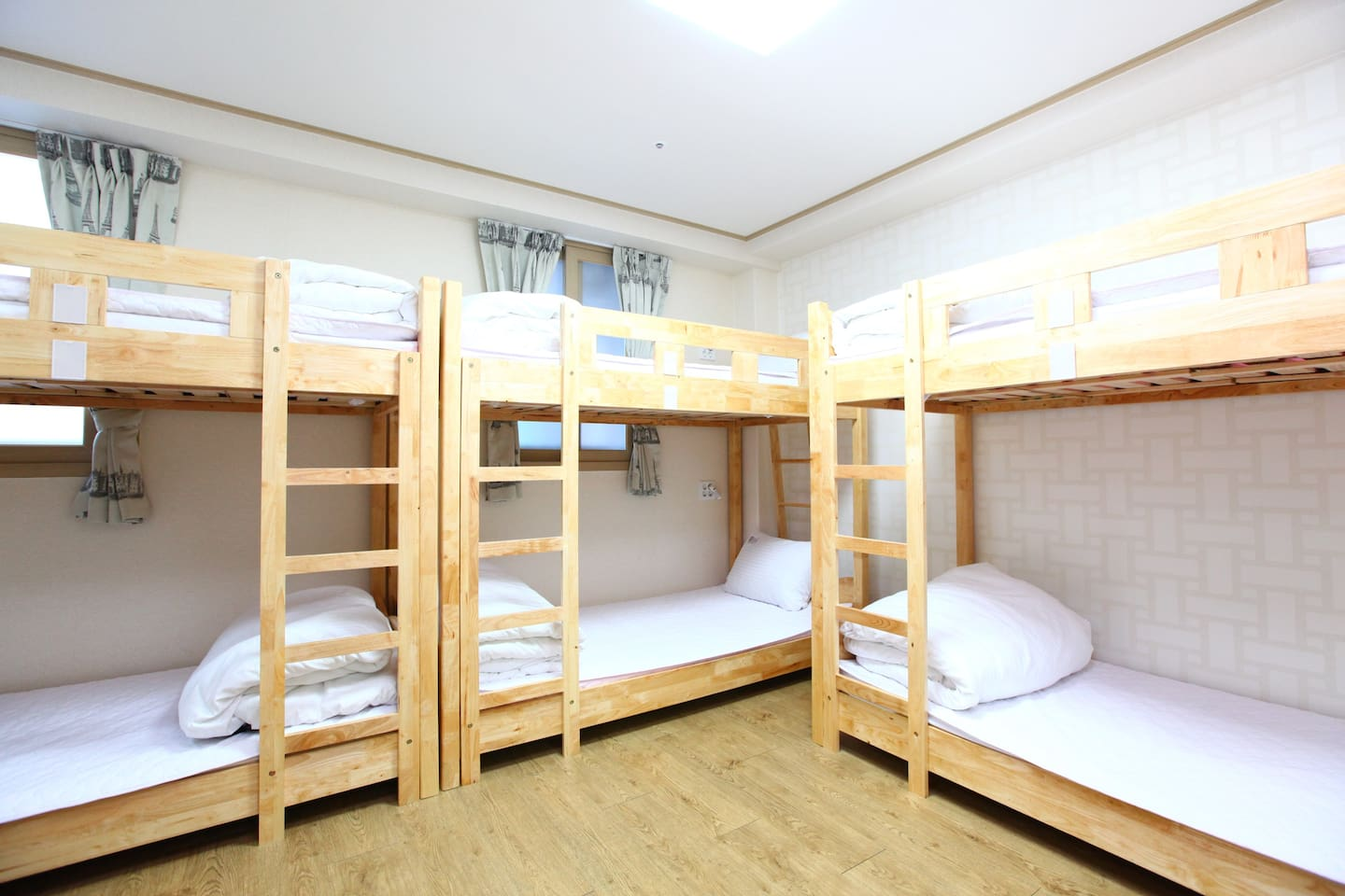 6 dormitory or family room with a private bathroom