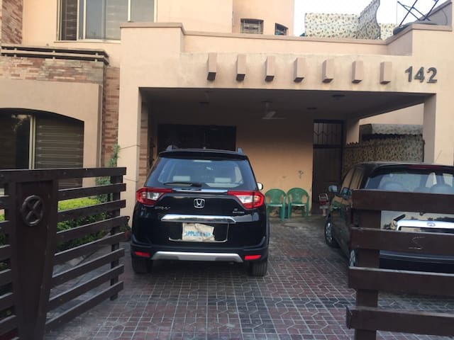 49 % off 4 bed pvt  safari villa  one Bahria town