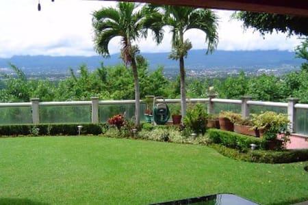Hermosa vista con alberca y jacuzzi en Cuernavaca - Tres de Mayo - Rumah