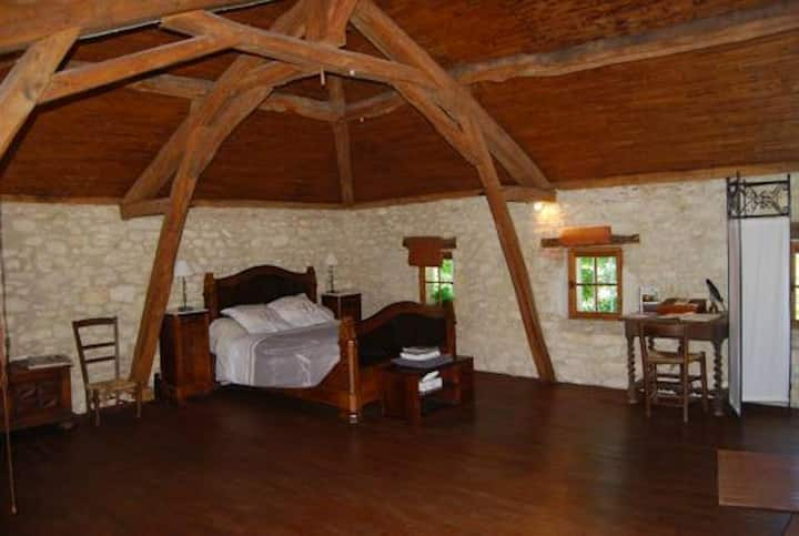"""""""Colonel's room"""" near Cahors"""