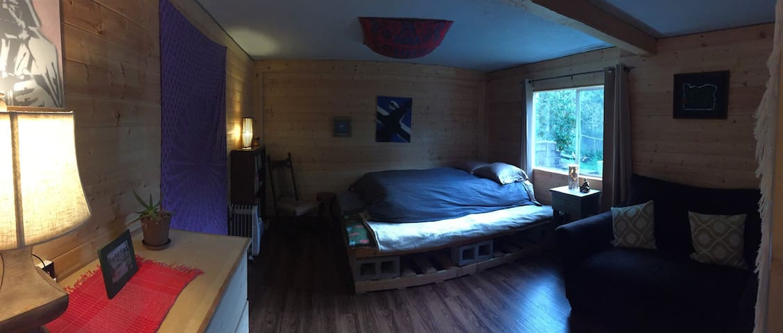 Mingus Heights Garden Studio - Coos Bay - Departamento