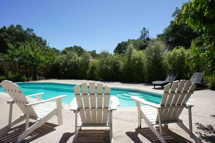 Home with Heated Swimming Pool Near Sonoma Square