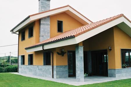 Casa con jardín a 500 m de la playa - Póo - Dom