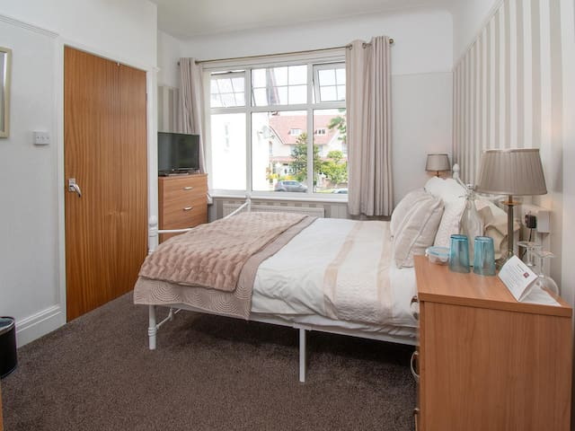 Small comfortable double room