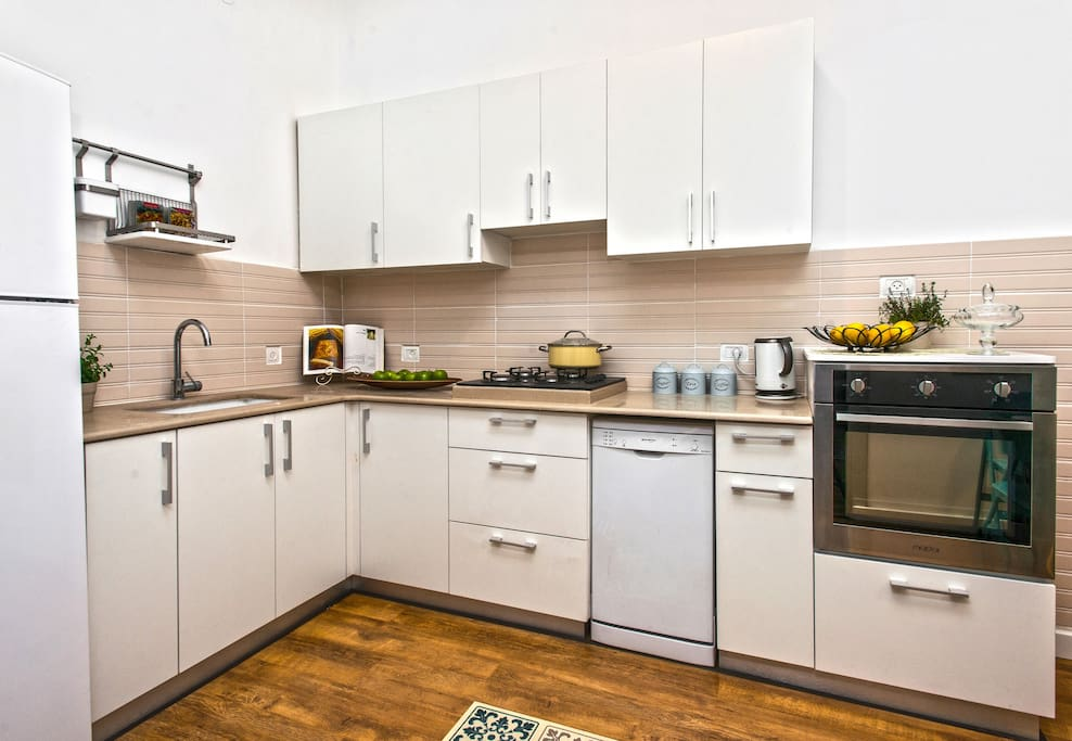 Fully stocked kitchen, complete with a fridge, dishwasher, oven, microwave and all kitchen appliances and utensils you may need in order to prepare a delicious meal!