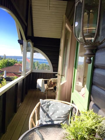Central and charming woodhouse with seaview! - Oslo - Villa