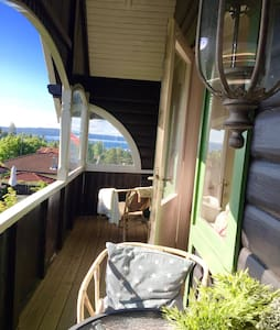 Central and charming woodhouse with seaview! - Oslo - Casa de camp
