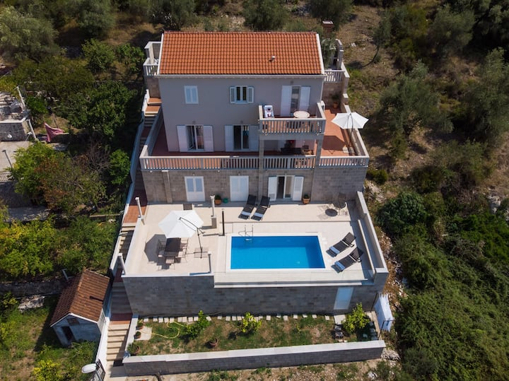 Kate-Seven Bedroom Villa with Pool and Sea View