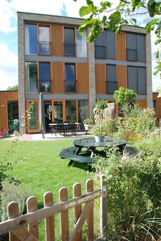 Driebergen Ruime moderne gezinswoning - grote tuin