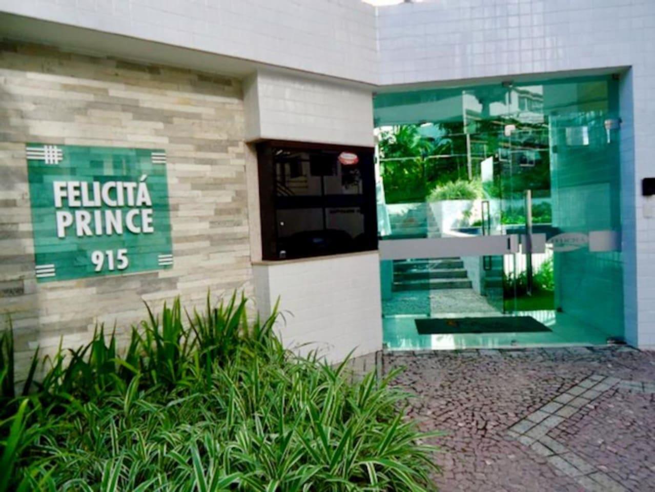 Entrada do edifício Felicitá Prince