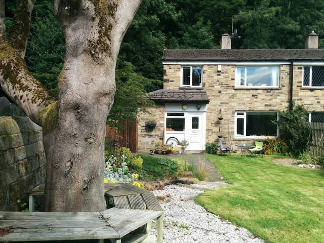 Beautiful home in Hebden Bridge - Hebden Bridge - Casa
