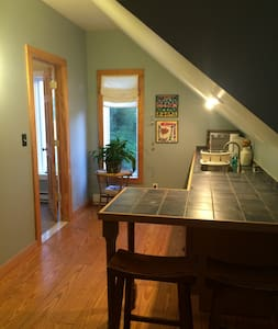 Farmington Village Private Carriage House Apt - Farmington - Guesthouse