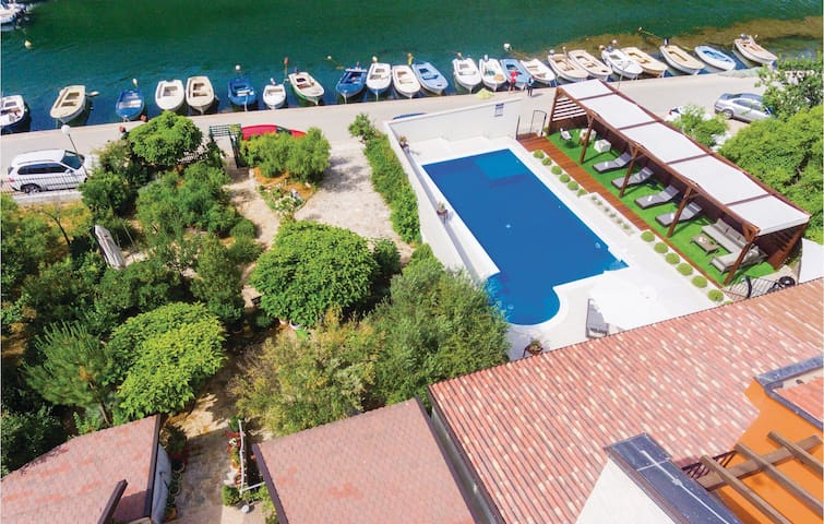 Holiday cottage with 4 bedrooms on 240m² in Skradin