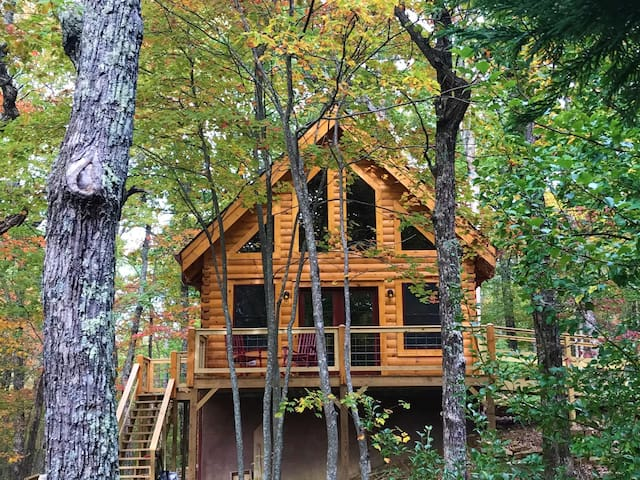 The Cabin at Wayside - a brand new cozy get-away!