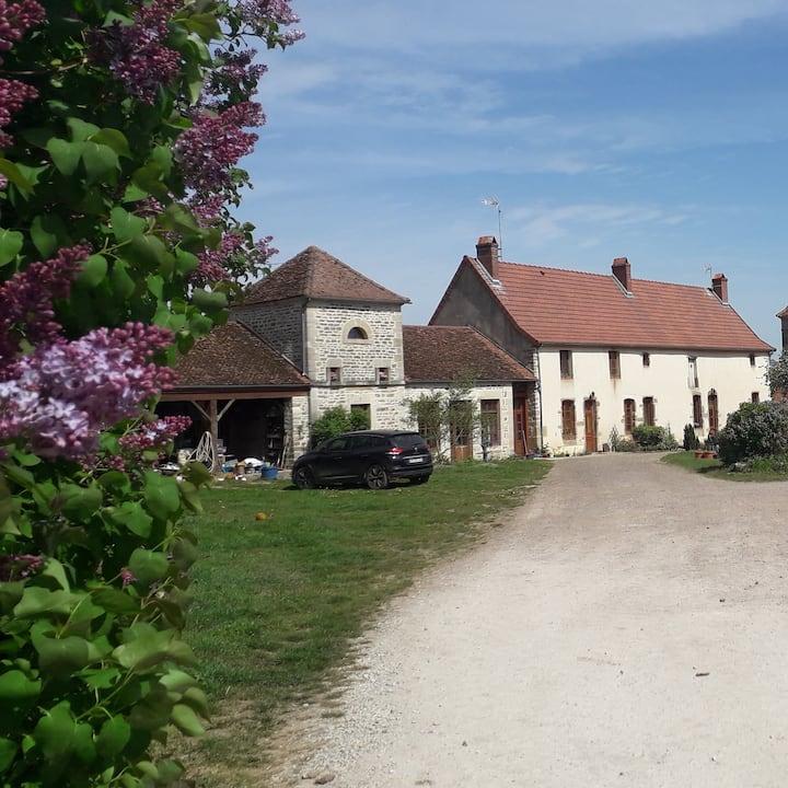 """Gite """"Les Clématites"""" à la campagne en Bourgogne"""