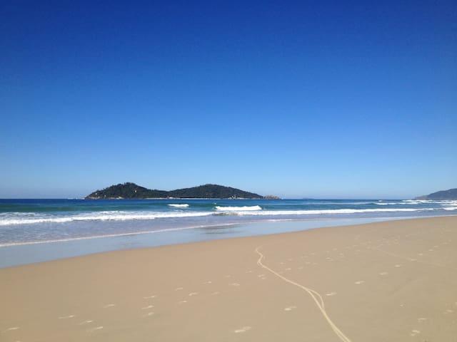 Apto e condomínio incrível na praia - Florianópolis - Appartamento