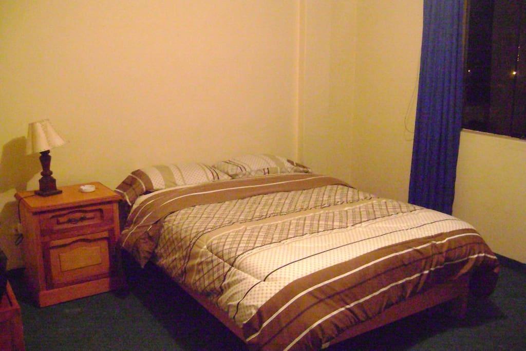 Dormitorio completo -habitacion matrimonial o habitacion tambien simple de dos camas o para 4 0 6 personas