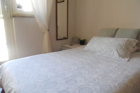 Bright room near the park - Neapel