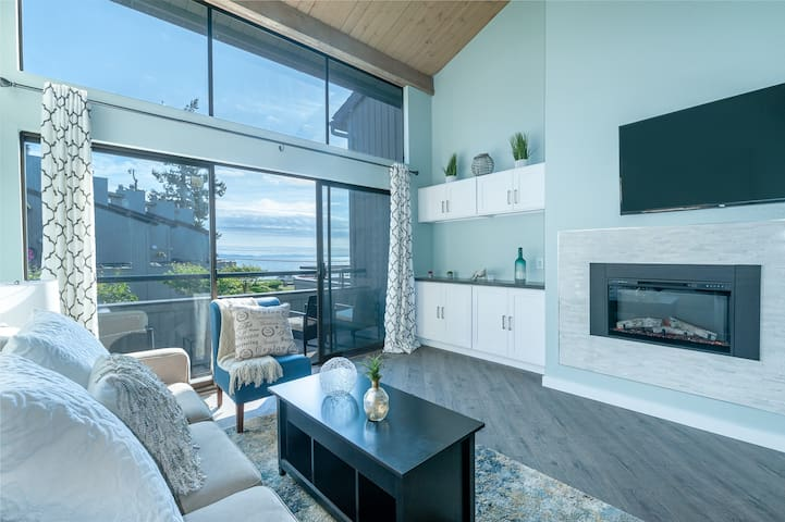 Birch Bay-waterfront condo (Newly Remodeled)