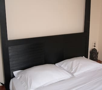 Chambre, sdb, acces independant - Touquin - Bed & Breakfast