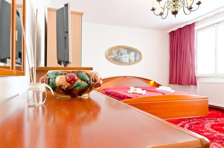 Deluxe-honeymoonsuite-panoramateras - Praga - Apartamento