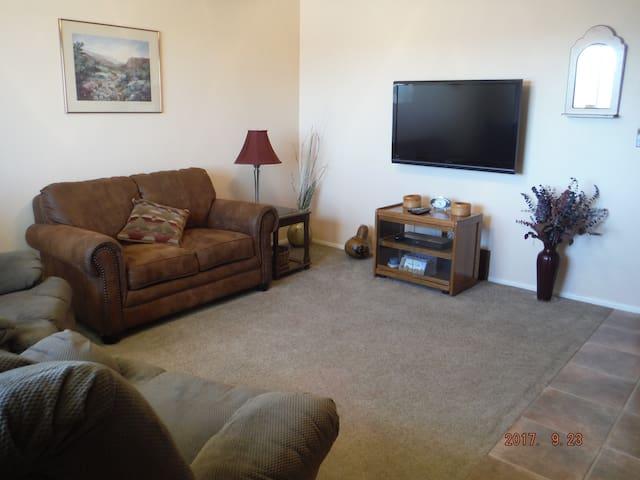 Simple Southwestern Suite,  Arizona City, AZ