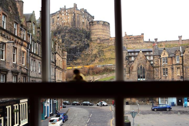 Stunning Castle View Flat