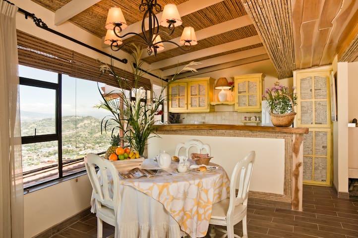 """LOVELY FRENCH APARTMENT """"LE NIDOU"""" - Santa Ana - Apartment"""