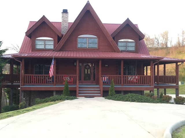 Luxurious Cabin at Center Hill Lake