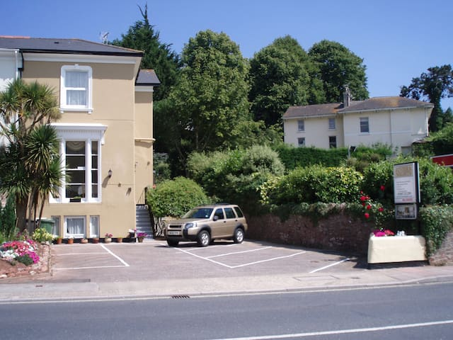 Riviera Nights Guest House, Apartment - Torquay - Apartament