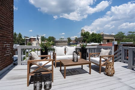 Chic Downtown Apt with Rooftop Deck & Parking