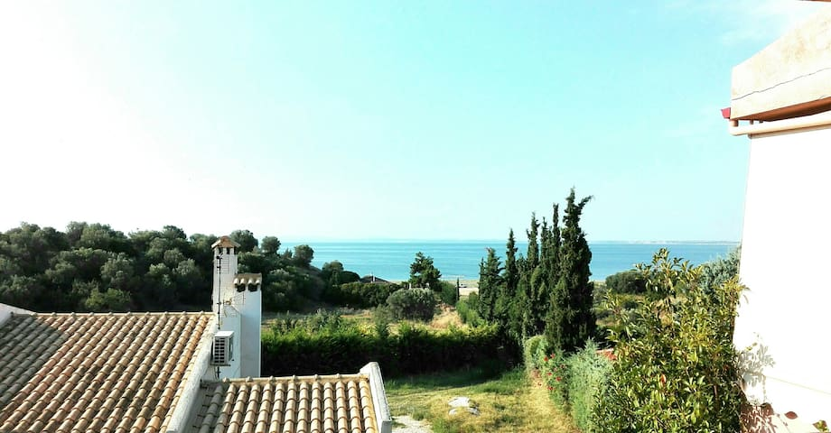 Wonderful 2 level house front of the sea with view