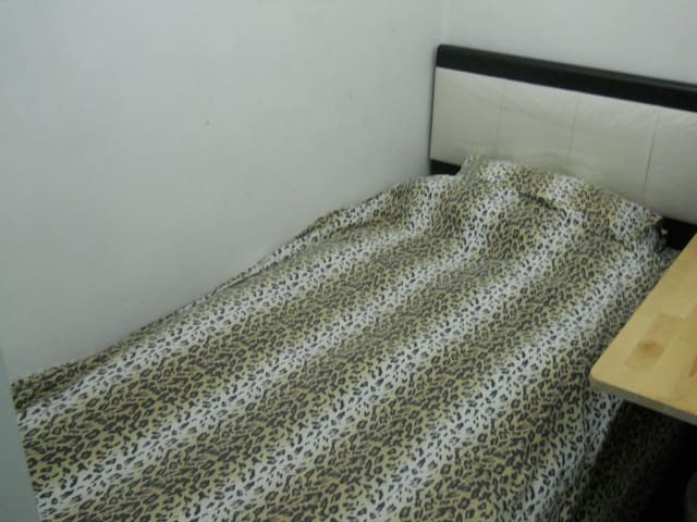 Economy Room for Gentleman in Sham Shui Po (SP2A)