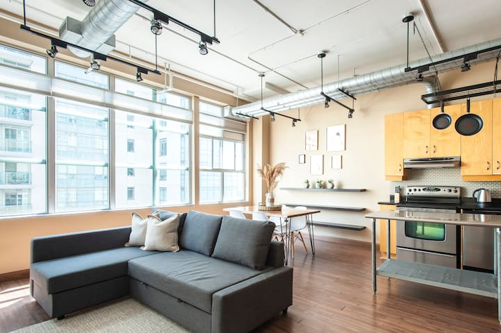 Rare Spacious Loft at Yonge & Eglinton w/Parking