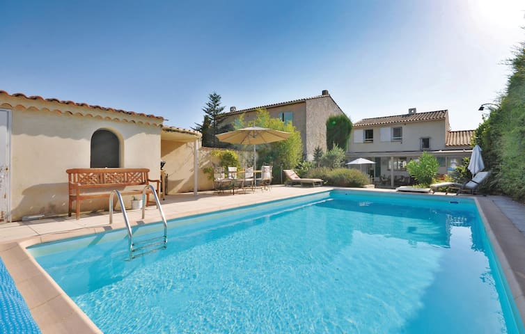 Holiday cottage with 3 bedrooms on 126m² in Sanary sur Mer