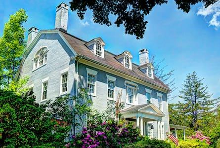 The Simsbury 1820 House - Simsbury - Bed & Breakfast