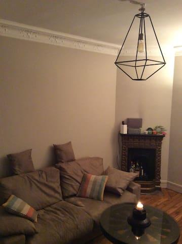 Salon avec canapé/living room