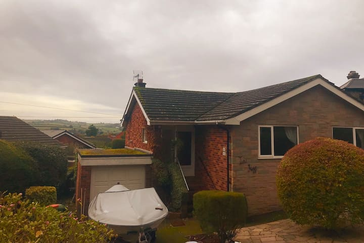 Low Rigg Bungalow in Bishopsteignton. Stunning Views of the Beautiful Devonshire Country Side & The River Teign.