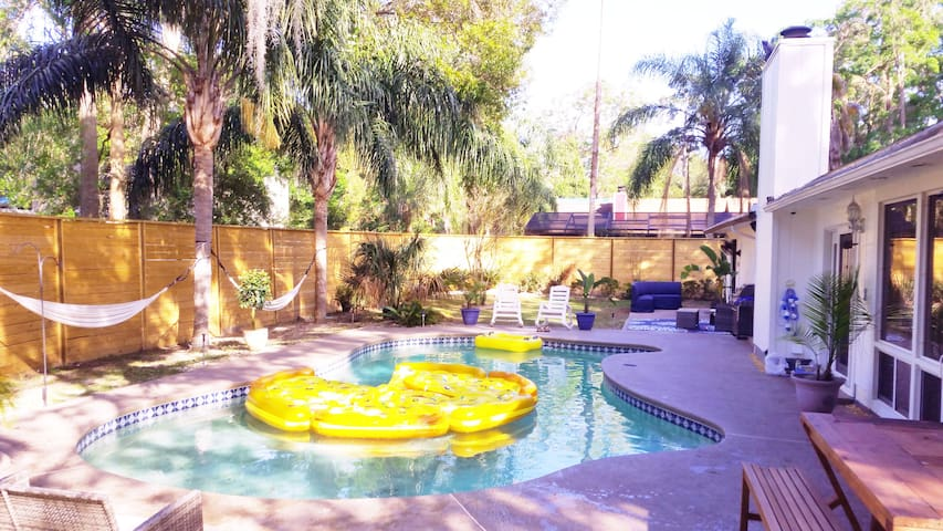 Poolside. Billards. Uverse. Sleeps 12 - Jacksonville - Haus