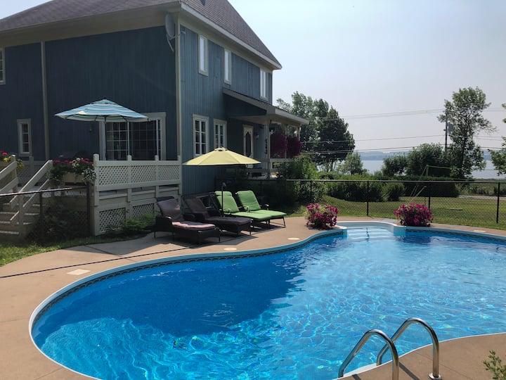 Villa Azur Île d'Orléans / piscine et spa