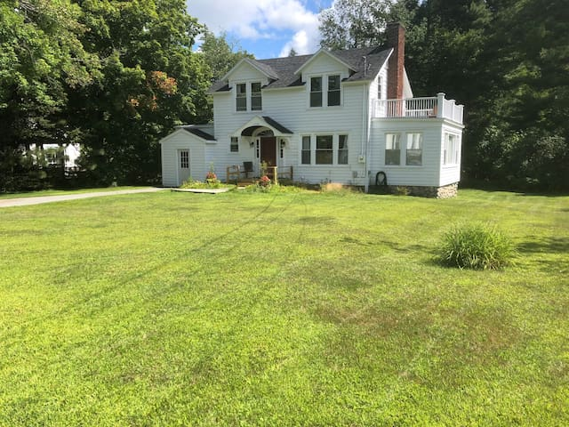 Main Street Keene Valley! 3 bdrm 2 bath.