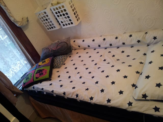 Zone 3- Compact Space- Great Price! - London