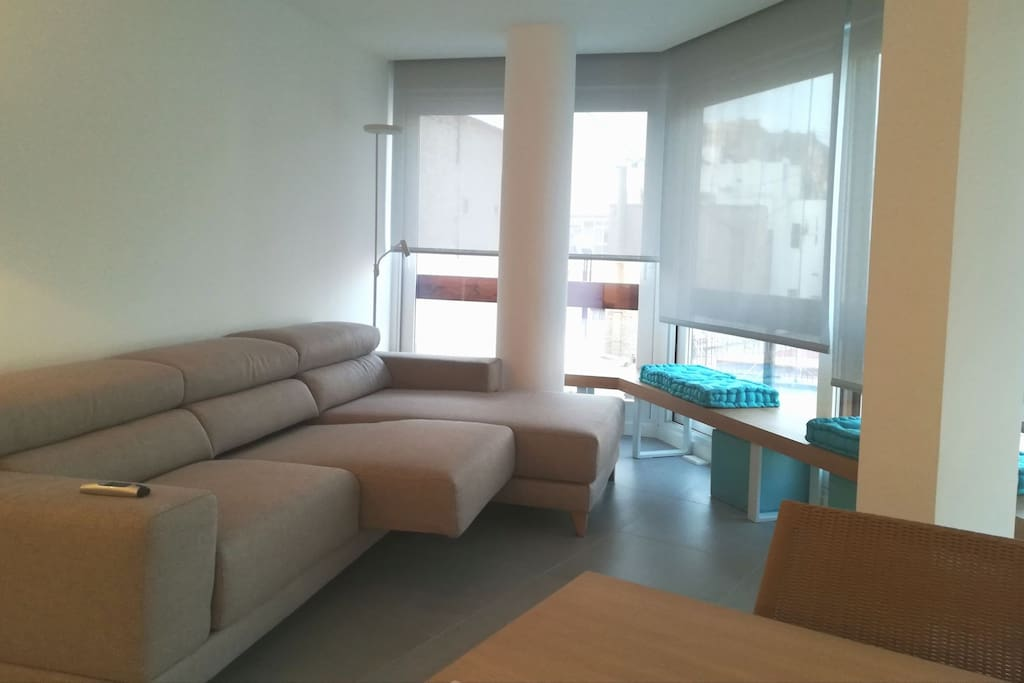 Very enlightened rest room with confortable extendable sofa with chaise longue