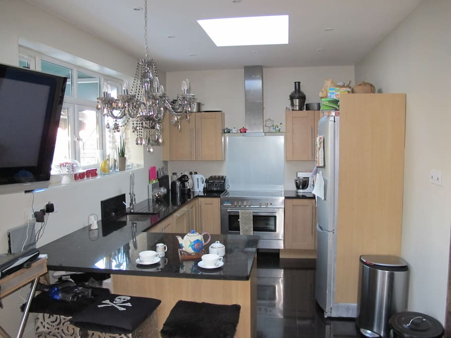 Kitchen with dishwasher 100cm electric oven and hob, kenwood mixer, Juicer, Nespresso coffee maker, Granite worktop