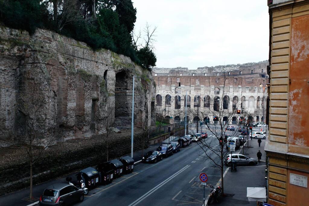 Colosseum Uno - CENTER
