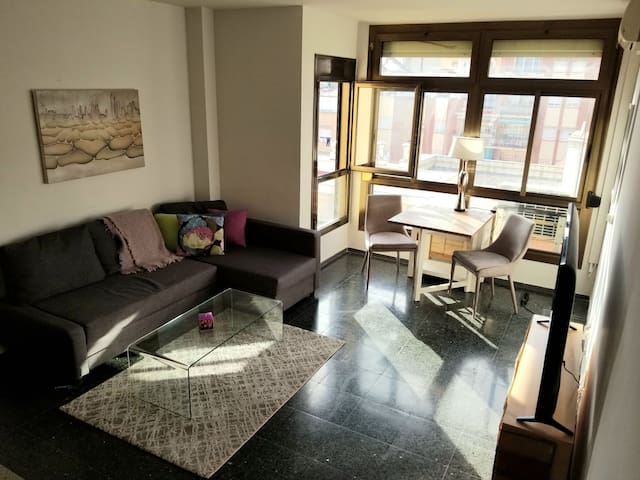 Spacious flat with view of the city in Gracia!
