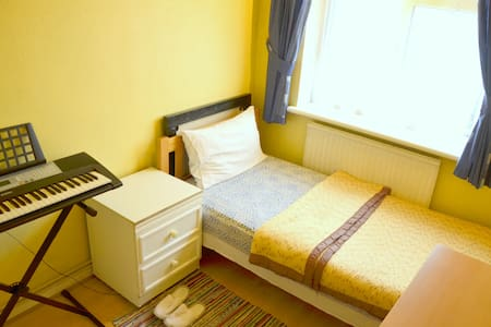 SPACIOUS SINGLE ROOM- LONDON-WEST - London